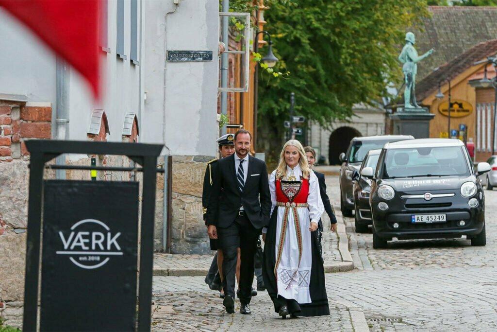 Kronprinsparet på besøk hos VÆRK - VÆRK